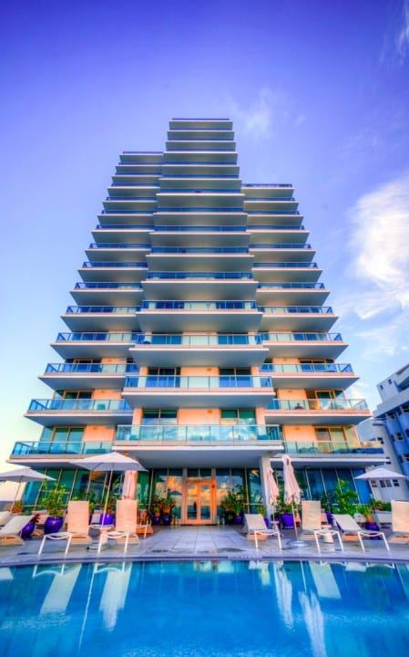 Mare Azur Miami Beach Tower by Dmitry Bubis